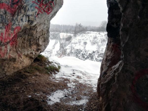 Kadzielnia - jaskinia z grafitti