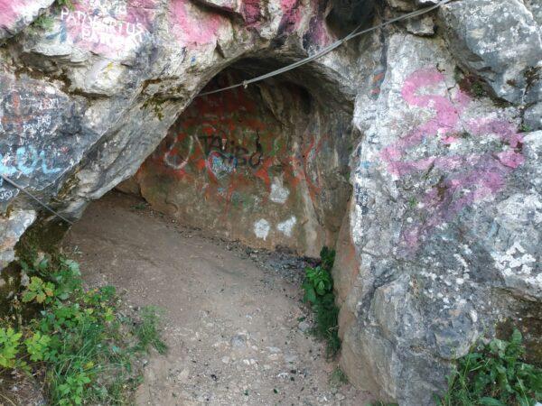 Kadzielnia Jaskinia W Skalce Geologow