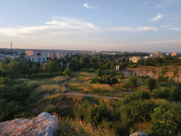 Widok Z Kadzielni Na Miasto